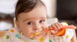 صورة: نوعية أكل الرضيع