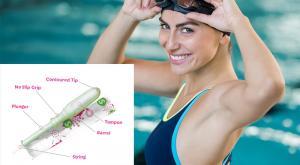 صورة: استخدام السدادات القطنية أثناء السباحة