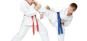 صورة: طرق تعليم الطفل كيفية الدفاع عن النفس